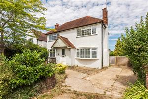 Estate Agents in Chalfont St Peter : Place Estate Agents : 3 Bedroom Detached House : Orchard Road, Seer Green, Beaconsfield, HP9 : Offers in Excess of £750,000 : Click here for more details on this property