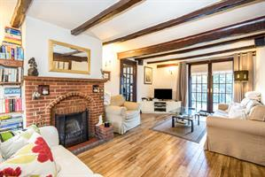Estate Agents in Chalfont St Peter : Place Estate Agents : 3 Bedroom Property : Back Lane, Chalfont St. Giles, Buckinghamshire, HP8 : Guide Price £465,000 : Click here for more details on this property