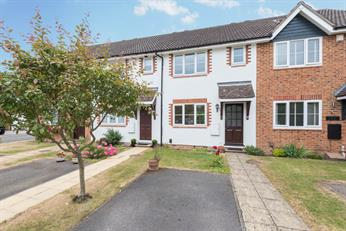 Estate Agents in Chalfont St Peter : Place Estate Agents : 2 Bedroom Terraced House : White Hart Close, Chalfont St Giles, HP8 : £1,400 pcm
