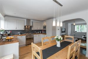 Estate Agents in Chalfont St Peter : Place Estate Agents : 3 Bedroom Property : White Hart Close, Chalfont St Giles, HP8 : Offers in Excess of £550,000 : Click here for more details on this property