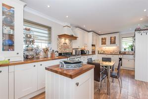 Estate Agents in Chalfont St Peter : Place Estate Agents : 3 Bedroom Terraced House : Narcot Road, Chalfont St Giles, HP8 : Offers in Excess of £490,000 : Click here for more details on this property