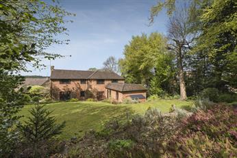 Estate Agents in Chalfont St Peter : Place Estate Agents : 6 Bedroom Detached House : Robson Close, Chalfont St Peter, Gerrards Cross, SL9 : Offers in Excess of £1,000,000