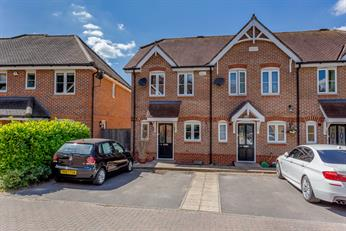 Estate Agents in Chalfont St Peter : Place Estate Agents : 2 Bedroom Property : Gurnells Road, Seer Green, Beaconsfield, HP9 : Offers in Excess of £475,000