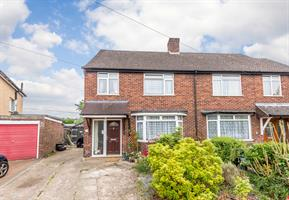 Estate Agents in Chalfont St Peter : Place Estate Agents : 3 Bedroom Semi-Detached House : Tunmers End, Chalfont St Peter, Gerrards Cross, SL9 : Guide Price £575,000 : Click here for more details on this property