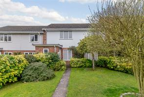 Estate Agents in Chalfont St Peter : Place Estate Agents : 4 Bedroom Terraced House : Barrards Way, Seer Green, Beaconsfield, HP9 : Guide Price £575,000 : Click here for more details on this property