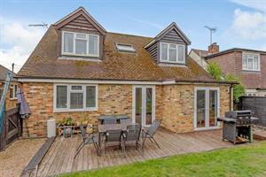 Estate Agents in Chalfont St Peter : Place Estate Agents : 4 Bedroom Detached House : Howard Road, Seer Green, Beaconsfield, HP9 : Offers in Excess of £650,000 : Click here for more details on this property