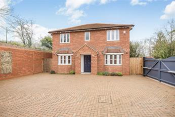 Estate Agents in Chalfont St Peter : Place Estate Agents : 4 Bedroom Detached House : Amersham Road, Chalfont St Giles, HP8 : Guide Price £770,000