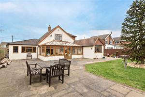 Estate Agents in Chalfont St Peter : Place Estate Agents : 3 Bedroom Detached House : Primrose Hill, Widmer End, High Wycombe, HP15 : Guide Price £685,000 : Click here for more details on this property