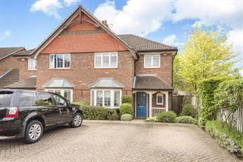 Estate Agents in Chalfont St Peter : Place Estate Agents : 3 Bedroom Semi-Detached House : Hearnes Close, Seer Green, Beaconsfield, HP9 : Guide Price £650,000