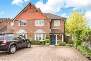Estate Agents in Chalfont St Peter : Place Estate Agents : 3 Bedroom Semi-Detached House : Hearnes Close, Seer Green, Beaconsfield, HP9 : Guide Price £650,000 : Click here for more details on this property