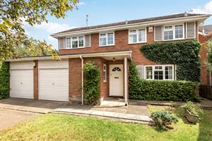Estate Agents in Chalfont St Peter : Place Estate Agents : 4 Bedroom Detached House : Manor Farm Way, Seer Green, Beaconsfield, HP9 : Guide Price £784,000 : Click here for more details on this property