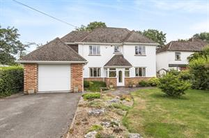 Estate Agents in Chalfont St Peter : Place Estate Agents : 3 Bedroom Detached House : Seer Mead, Seer Green, Beaconsfield, HP9 : Guide Price £1,285,000 : Click here for more details on this property
