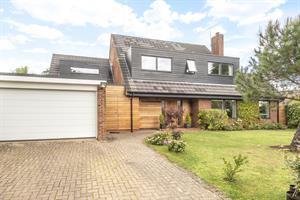 Estate Agents in Chalfont St Peter : Place Estate Agents : 5 Bedroom Detached House : Mynchen Road, Beaconsfield, HP9 : Offers in Excess of £1,200,000 : Click here for more details on this property