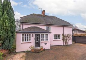 Estate Agents in Chalfont St Peter : Place Estate Agents : 4 Bedroom Detached House : Raeside Close, Seer Green, Beaconsfield, HP9 : Guide Price £985,000 : Click here for more details on this property
