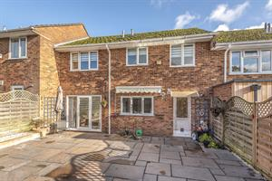 Estate Agents in Chalfont St Peter : Place Estate Agents : 4 Bedroom Terraced House : Barrards Way, Seer Green, Beaconsfield, HP9 : Offers in Excess of £500,000 : Click here for more details on this property