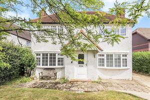 Estate Agents in Chalfont St Peter : Place Estate Agents : 3 Bedroom Detached House : Orchard Road, Seer Green, Beaconsfield, HP9 : Offers in Excess of £700,000 : Click here for more details on this property