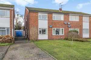 Estate Agents in Chalfont St Peter : Place Estate Agents : 2 Bedroom Maisonette : Fleetwood Close, Chalfont St Giles, HP8 : Guide Price £1,000 pcm : Click here for more details on this property