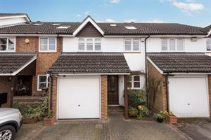 Estate Agents in Chalfont St Peter : Place Estate Agents : 3 Bedroom Terraced House : White Hart Close, Chalfont St Giles, HP8 : Offers Over £570,000 : Click here for more details on this property