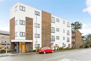 NEW TO THE MARKET...6 Walnut Tree House, High Street, Egham, TW20 9DY