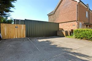 5 Peel House, Rusham Road, Egham, TW20 9LP