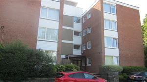 Estate Agents in Sunninghill : Beverley Williams : 2 Bedroom Flat : ASCOT - A top floor flat in a purpose built complex of only 16 units. : £300,000 : Click here for more details on this property