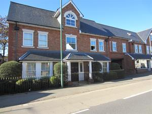Estate Agents in Sunninghill : Beverley Williams : 2 Bedroom Flat : South Ascot : Guide Price £315,000 : Click here for more details on this property