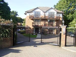 Estate Agents in Sunninghill : Beverley Williams : 2 Bedroom Apartment : Lower Village Road, Ascot : £1,050 pcm : Click here for more details on this property