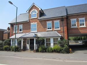 Estate Agents in Sunninghill : Beverley Williams : 2 Bedroom Flat : Brockenhurst Road, Ascot : £1,100 pcm : Click here for more details on this property