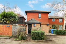 Estate Agents in Sunninghill : Beverley Williams : 1 Bedroom Flat : WARFIELD 'CHAIN FREE' : Guide Price £199,950 : Click here for more details on this property