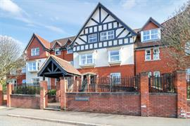 Estate Agents in Sunninghill : Beverley Williams : 2 Bedroom Ground Floor Flat : Impressive Ground Floor Apartment 2 Bed  2  Bath - Heart of SUNNINGDALE : Guide Price £475,000 : Click here for more details on this property