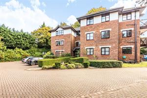 Estate Agents in Sunninghill : Beverley Williams : 2 Bedroom Ground Floor Flat : Sunninghill Village : Guide Price £310,000 : Click here for more details on this property