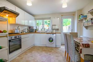 Estate Agents in Sunninghill : Beverley Williams : 2 Bedroom Terraced House : Westcotts Green Warfield : £332,500 : Click here for more details on this property
