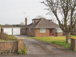 Estate Agents in Salisbury : Baxters : 4 Bedroom Bungalow : Firsdown, Salisbury : Guide Price £349,500 : Click here for more details on this property