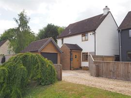 Estate Agents in Salisbury : Baxters : 3 Bedroom Detached House : Winterbourne Stoke : Guide Price £315,000 : Click here for more details on this property
