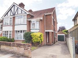 Estate Agents in Salisbury : Baxters : 4 Bedroom Semi-Detached House : Salisbury : Guide Price £425,000 : Click here for more details on this property