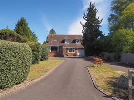 Estate Agents in Salisbury : Baxters : 4 Bedroom Detached House : Firsdown : Guide Price £595,000 : Click here for more details on this property