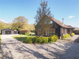 Estate Agents in Salisbury : Baxters : 4 Bedroom Detached House : Alderbury, Salisbury : Guide Price £697,000 : Click here for more details on this property