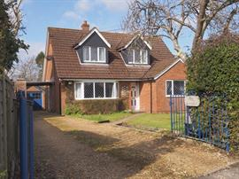 Estate Agents in Salisbury : Baxters : 4 Bedroom Detached House : Nomansland, Salisbury : Guide Price £595,000 : Click here for more details on this property