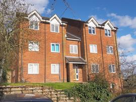 Estate Agents in Salisbury : Baxters : 1 Bedroom Ground Floor Flat : Salisbury : Guide Price £109,500 : Click here for more details on this property