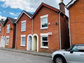 Estate Agents in Salisbury : Baxters : 2 Bedroom Semi-Detached House : Salisbury : Guide Price £220,000 : Click here for more details on this property