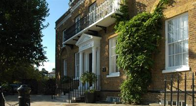 Lower Garden, Craven House, Hampton Court : Click here for more details on this property