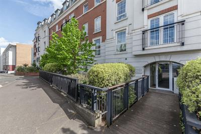 Central Walk, Station Approach, Epsom : Click here for more details on this property