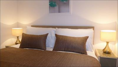 Lincoln Plaza Apartments, Canary Wharf : Click here for more details on this property