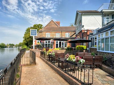 Mecure Thames Lodge, Thames Street Staines : Click here for more details on this property