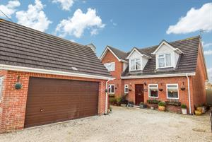 Estate Agents in Amesbury : Simon Colligan : 4 Bedroom Detached House : Boscombe Road, Amesbury, Salisbury, SP4 7JH : £450,000 : Click here for more details on this property